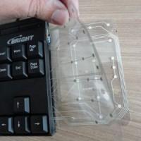 (10) Observe que a membrana do teclado possui camadas. Essas camadas, quando encostam, por pressão das teclas, enviam os caracteres para o computador.