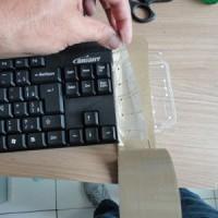 (11) Assim, o próximo passo será isolar as camadas que serão inutilizadas. Use fita adesiva para isso (fita lacre). Bastará uma camada de fita entre as camadas da membrana.